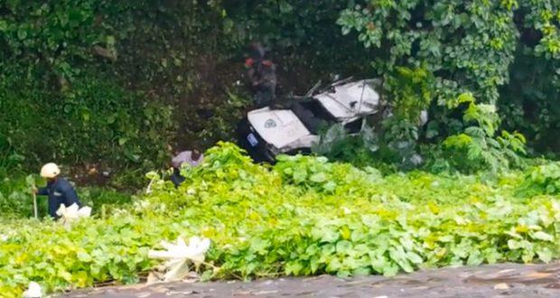 Patrulla de la polic a cae a precipicio pr ximo al jard n for Actividades jardin botanico 2016