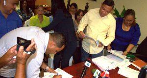 Ayuntamiento-entrega-cheques