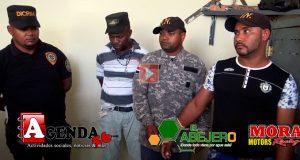Delincuentes-vestidos-de-policias