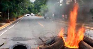 campesinos-queman-gomas