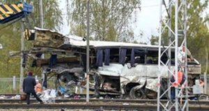 una-colision-entre-un-tren-y-un-autibus