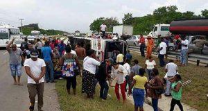 varios-heridos-tras-choque-entre-autobus-y-yipeta