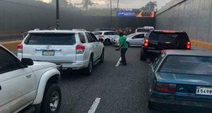 vehiculo-se-incendia-en-tunel-de-las-americas