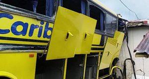 varios-heridos-tras-estrellarse-autobus