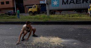 venezolanos-saquean-camiones