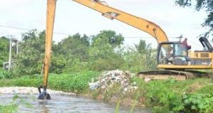 limpian-canales-de-riego-afectados