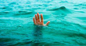 se-ahoga-niño-de-año