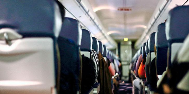 mujer-da-a-luz-en-avion