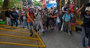 cientos-de-personas-marchan