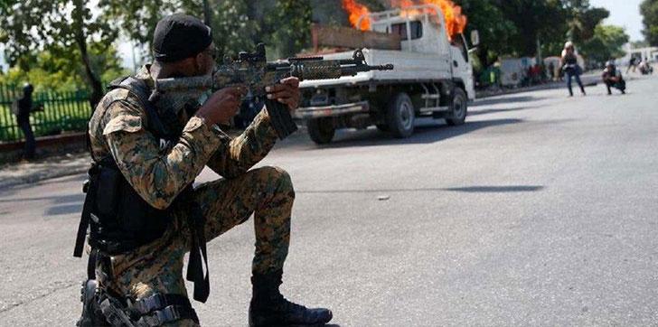 policias-haitianos-incendian